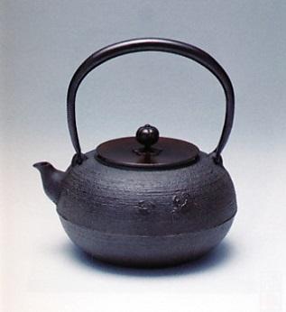 茶器・茶道具■ 鉄瓶 平丸カニ ■佐藤清光作 鋳鉄製 紙箱入【高岡銅器】