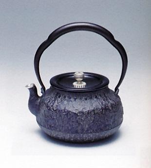 茶器・茶道具■ 鉄瓶 荒肌銀口 ■鋳鉄製 桐箱入【高岡銅器】