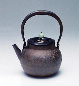 茶器・茶道具■ 鉄瓶 鉄砲口 ■蝋型鋳鉄製 桐箱入【高岡銅器】