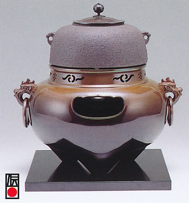 茶器・茶道具■ 風炉セット 鬼面 ■双型唐銅製 木製塗板付 紙箱入り【高岡銅器】