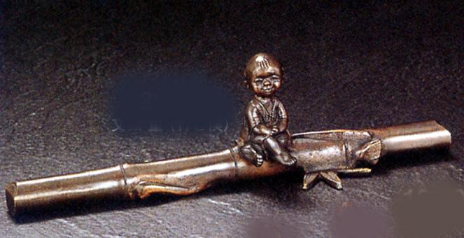 置物 小物■ 童話シリーズ 文鎮 童(竹と僕) ■蝋型青銅(ブロンズ)製 桐箱入り【高岡銅器】