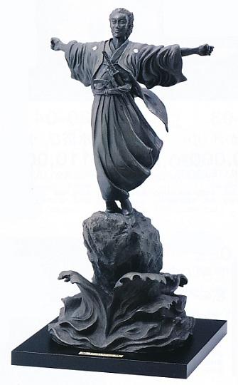 置物 銅像■ 坂本龍馬像 ■茨木彰作 鋳銅製 紙箱入り【高岡銅器】