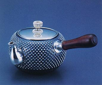 茶器・茶道具■ 純銀製 丸型霰打横手急須 ■森川栄月作 純銀製 桐箱入【高岡銅器】
