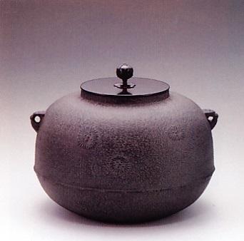 茶器・茶道具■ 炉釜 平丸唐松 ■菊地政光作 鉄製 紙箱入り【高岡銅器】