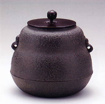 茶器・茶道具■ 小釜 瓢 ■菊地政光作 鉄製 桐箱入り【高岡銅器】