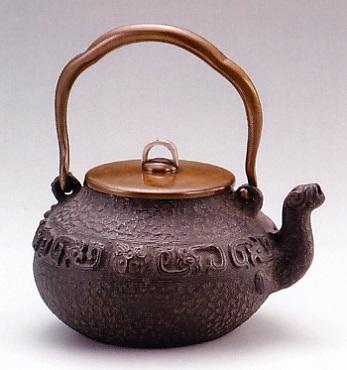 茶器・茶道具■ 鉄瓶 鳳凰口 ■龍泉堂作 鉄製 桐箱入【高岡銅器】
