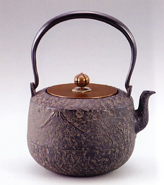茶器・茶道具■ 鉄瓶 富士 ■龍泉堂作 鉄製 桐箱入【高岡銅器】