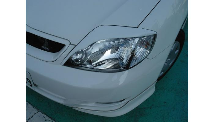 ZZE/NZE120系 アイライン・ガーニッシュ MC前・中【LUXEYES】未塗装品 AMS フィールダー