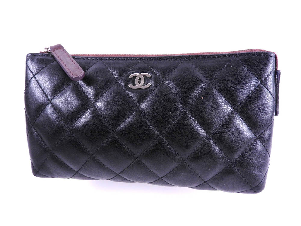 c7ba6284aed148 Chanel matelasse here mark makeup porch accessory case accessories porch  lambskin leather black silver metal fittings A69259