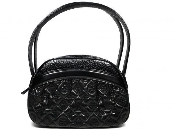 06aeaa1aa0cb Mint Louis Vuitton shoulder bag Clara Vienna M95105 handbags Noir quilted  stitching Black Black LV logo LOUIS VUITTON Louis Vuitton Louis Vuitton  Louis ...