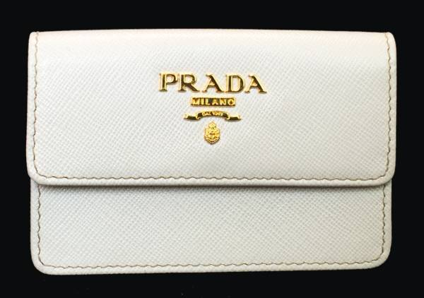 新品同様 プラダ カードケース 名刺入れ サフィアーノ レザー1M0881 型押し ホワイト PRADA レディース ロゴ 美品 二つ折りカードケース 【中古】