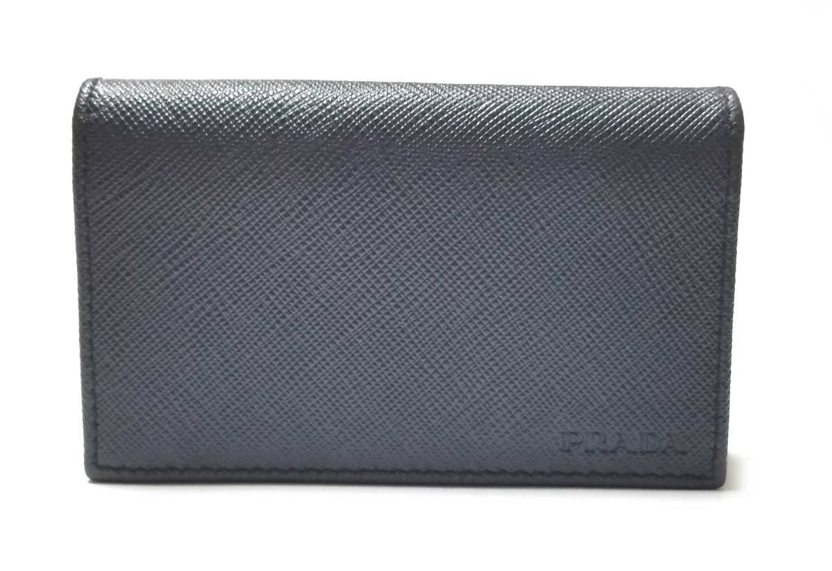 新品同様 プラダ カードケース 名刺入れ 二つ折り ネイビー 紺 サフィアーノ レザー 本革 メンズ レディース 2MC122 PRADA 【中古】