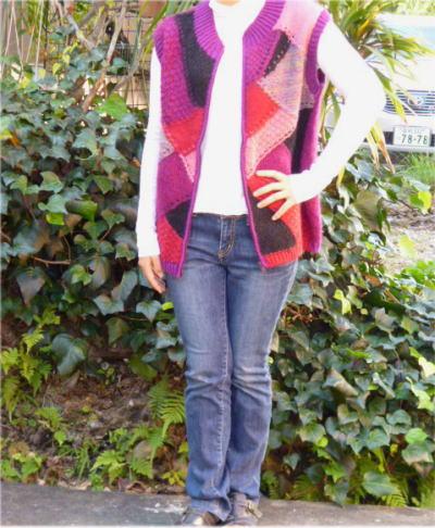 【レディースベスト】ボタン色の多色幾何学模様手編みジッパーベスト