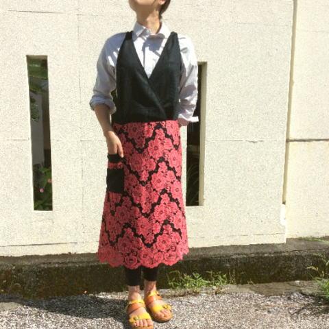【エプロン】黒ニットとカットレース(スイス製)手作りサロンエプロン(ロング丈)