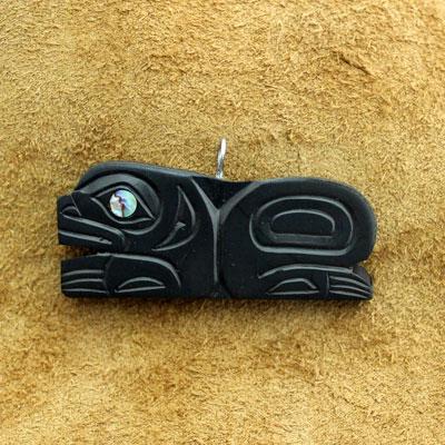 インディアン ジュエリー カナダ 先住民 ネイティブ HAIDA ハイダ族 shirley longboat ARGILLITE アージライト ペンダント FROG 蛙  送料無料