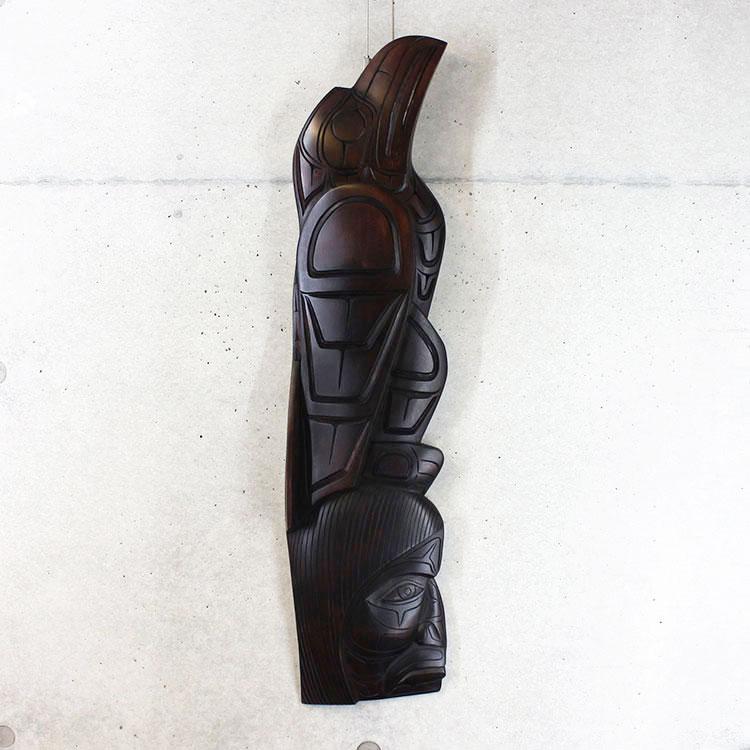 カービング タペストリ 木彫刻 アート 壁掛 カナダ 先住民 ネイティブ インディアン [ RAVEN /CHIEF ワタリガラスと酋長] SQUAMISH スクアミッシュ族 Larry Joseph