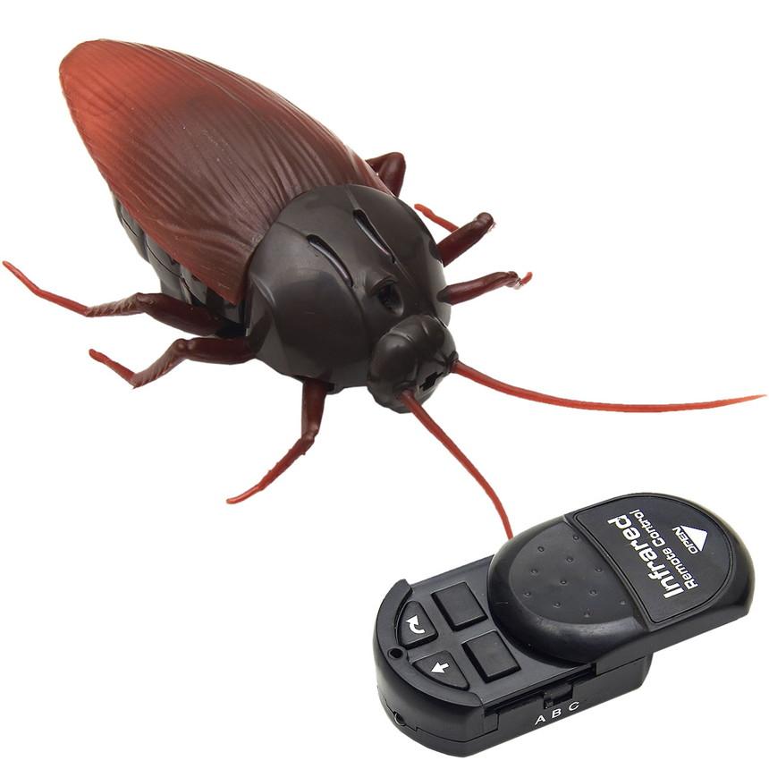 思わず叫ぶ超リアルなゴキブリラジコン ラジコン ゴキブリ 電動 電池式 LED ライト ドッキリ 絶品 子供 ジョーク サプライズ リアル おもちゃ 送料無料新品