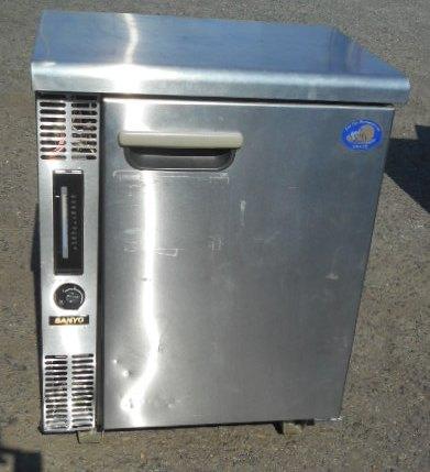 05年製 サンヨー 冷蔵 コールドテーブル 1ドア SUC-641H 69L W60D45H80cm 台下冷蔵庫 【中古】
