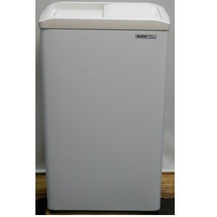 2004年製 サンヨー 冷凍 ストッカー SCR-S42 アイス 小型 W52D34H87cm 42L チェスト フリーザー 冷凍庫(個人宛配送不可)【中古】【店頭受取対応商品】