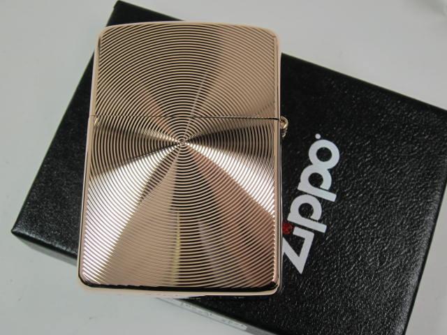 """Zippo 打火机: Zippo 盔甲盔甲粉红色,双面加工""""金色玫瑰金雕塑 162"""