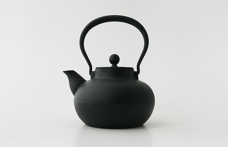 "Rikuchou Ogasawara / Southern Iron kettle ""Komaru"" / Nambu Ironware, Cast, Pot, Nanbu, Tekki, Tetsubin, Warmer"