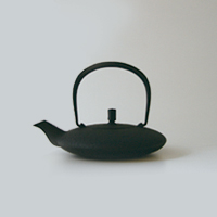 Iwashimizu Hisao space casting / Nambu cast iron work iron teapot/Moon small black (0.35 L) [Southern space cast iron / teapot].