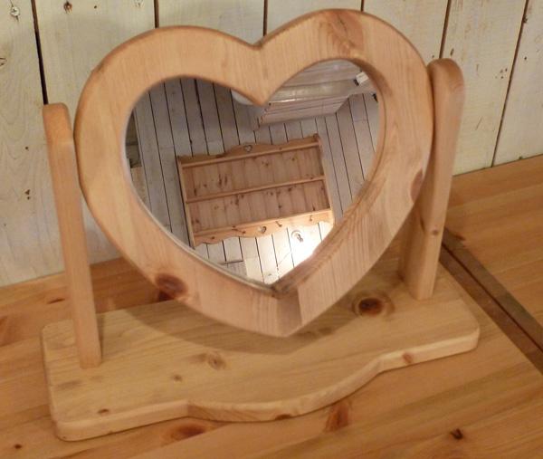 [カントリー雑貨]ハートの置き型ミラー(鏡)手作り家具 パイン家具 ミラー 鏡木製 ナチュラル カントリーテイスト フレンチカントリー モダン 無垢