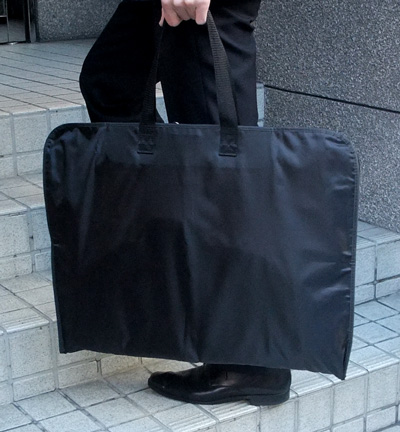 【あす楽】送料無料「お得な10枚セット」ガーメントバッグ 大事なお洋服(スーツ・喪服・ドレス)の収納カバーキャリーバッグ3つ折りタイプ(持ち運び用)〔360〕