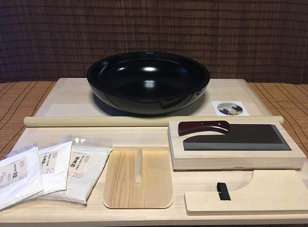 L判舞鷹そば打ち道具・全黒高級48センチこね鉢・そば粉セット (そば打ちセット)lym11