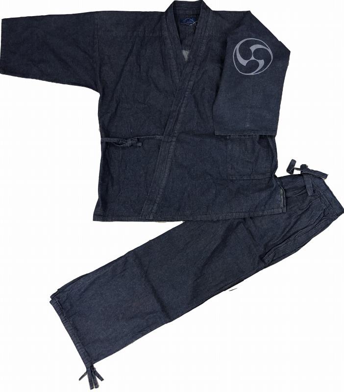 公式 デニム作務衣に捺染柄をお入れしました かっこいい一枚です 江戸てん 作務衣 デニム生地 綿100% しっかりしているのに柔らかい さむえ 柄入り 紺 三つ巴 通年 左袖 メンズ 着後レビューで 送料無料