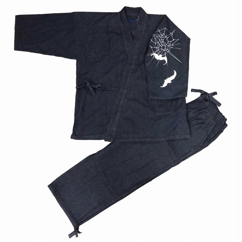 デニム作務衣に捺染柄をお入れしました かっこいい一枚です 本物 江戸てん 授与 作務衣 デニム生地 綿100% しっかりしているのに柔らかい 左袖 通年 さむえ メンズ 蝙蝠と蜘蛛の巣 柄入り 紺