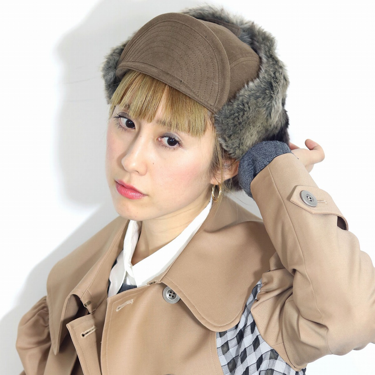 The good fake fur [ear muff] of the beige Flip Up possibility L 59cm  earmuffs fluff feeling made in racal ラカルフライトキャップ flight hat