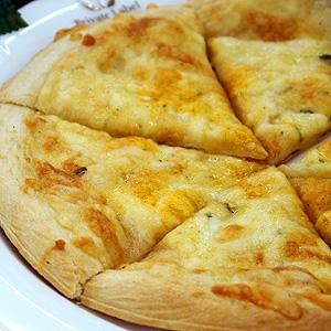 ピザ 冷凍 お値打ち価格で 5種のチーズピザはチーズを味わうためのチーズミックスピザです 5種のチーズピザ 約20cmピザ冷凍 ☆最安値に挑戦 冷凍食品 国産 食品 デルソーレ 食べ物 家庭用 業務用