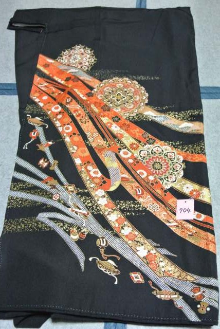 No.704 正絹 留袖 良好 【中古】 (裄65、袖丈46、身丈(肩から)157、前24、後30センチ、五三の桐)