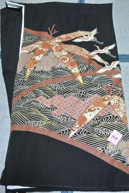No.709 正絹 留袖 良好 【中古】 (裄65、袖丈45、身丈(肩から)154、前25、後30センチ、五三の桐)