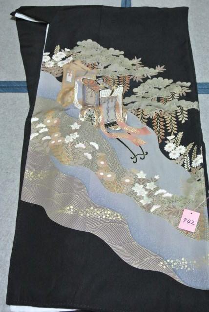 No.742 正絹 留袖 良好 【中古】 (裄64、袖丈48、身丈(肩から)164、前24、後30センチ、五三の桐)