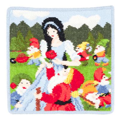ラッピング無料 非常に高度な技法と根気を要するドイツ伝統的なシェニール織りのトップブランド フェイラー 年齢を問わず圧倒的な人気を誇る流行に左右されないロングセラー商品です フェイラーハンカチ25x25cm フェアリーテイル 春の新作続々 白雪姫