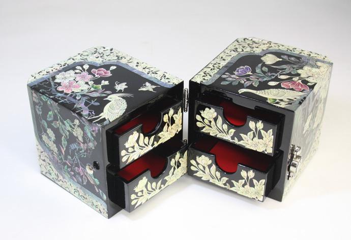 【 送料無料 】 螺鈿 らでん 孔雀 宝石箱 伝統工芸品 引き出し付 黒 A04-bird-blk プレゼント クリスマス
