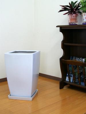 シンプルで安定感のあるスタイルの陶器鉢 NEW ARRIVAL 《送料無料》10号角陶器鉢 白 受皿付 送料無料 送料込 おしゃれ 植木鉢 シンプル 大型 流行 モダン インテリア スタイリッシュ 植え替え