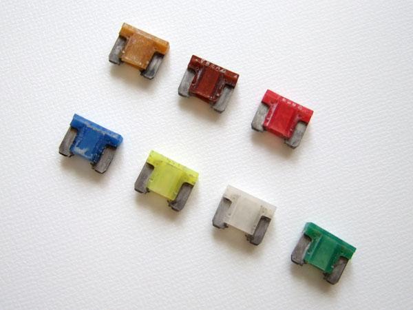 音響性能 ヘッドライトの明るさ改善に 21世紀時代のヒューズ登場 電導効率アップ セール 品薄商品がございます ナノテクイオンヒューズ ご注文前に在庫等お尋ねくださいませ 格安激安 低背タイプ