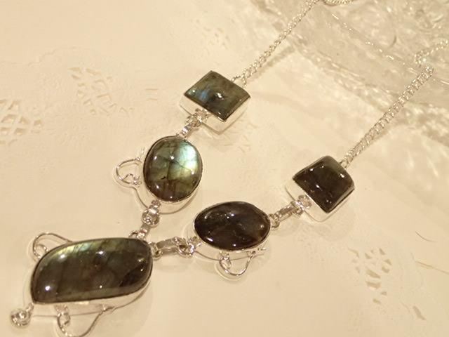 不定形ラブラドライト デザインネックレス 天然石ジュエリーのお店 おしゃれ ネックレス ペンダント プレゼントにもおすすめ♪ ハッピーエイト