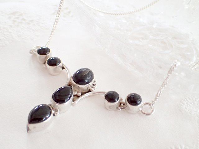 縦に3石並んだブラックオニキス デザイン・シルバー925ネックレス 天然石ジュエリーのお店 ネックレス ペンダント おしゃれ シルバー925 プレゼントにもおすすめ♪ ハッピーエイト