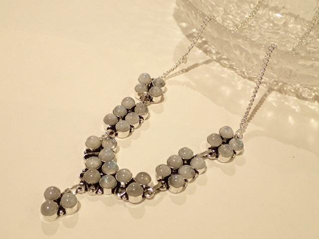 ムーンストーン デザインネックレス 小粒 天然石ジュエリーのお店 おしゃれ ネックレス ペンダント プレゼントにもおすすめ♪ ハッピーエイト