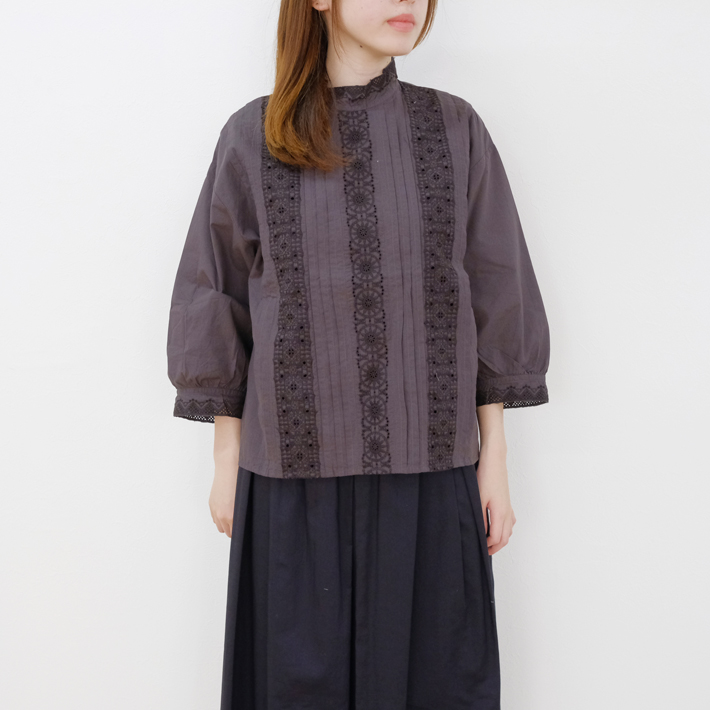 Nouvelles du paradis | embroidery & cutwork (sumikuro) | ブラウス