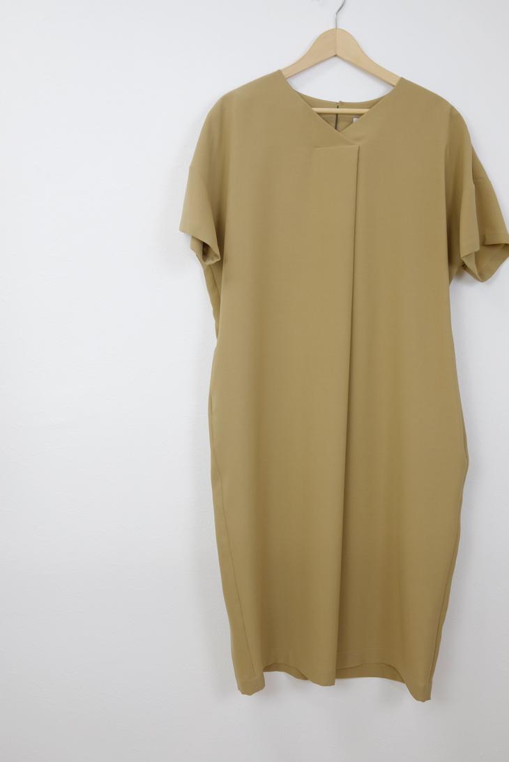 utilite | タックドルマンワンピース (beige) | ワンピース【送料無料 ユティリテ シンプル エレガント】