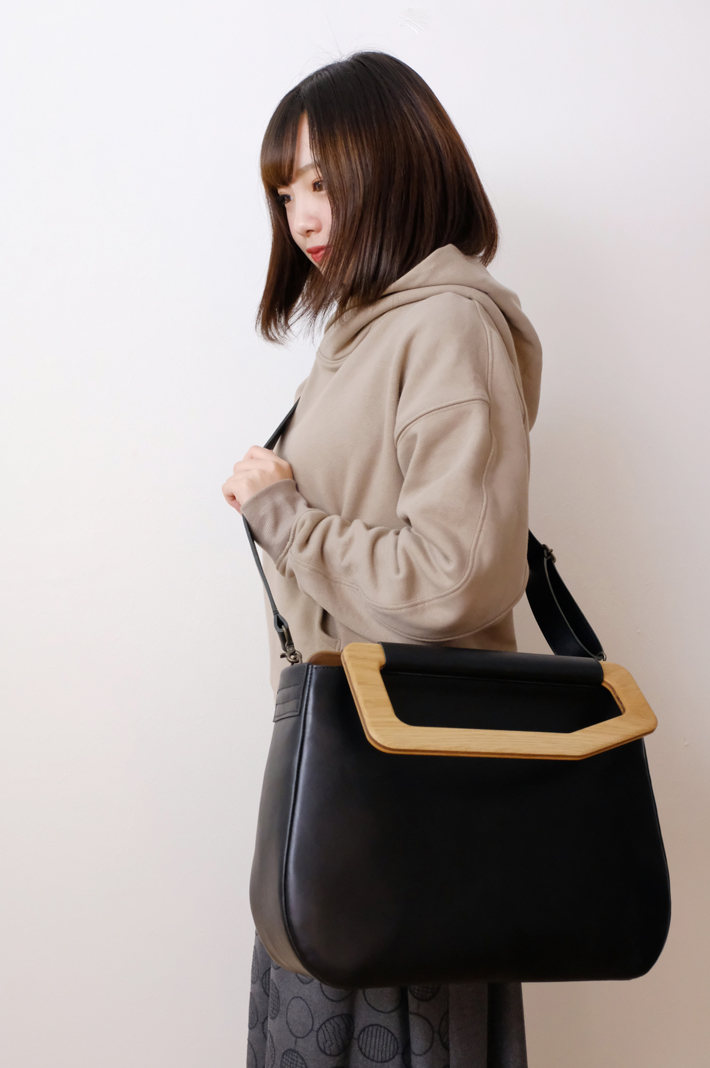 【オーダーメイド/納期2ヶ月】yuruku (ユルク) | Metry Bag M (black) | バッグ【ショルダーバッグ ハンドバッグ 国産 シンプル おしゃれ】