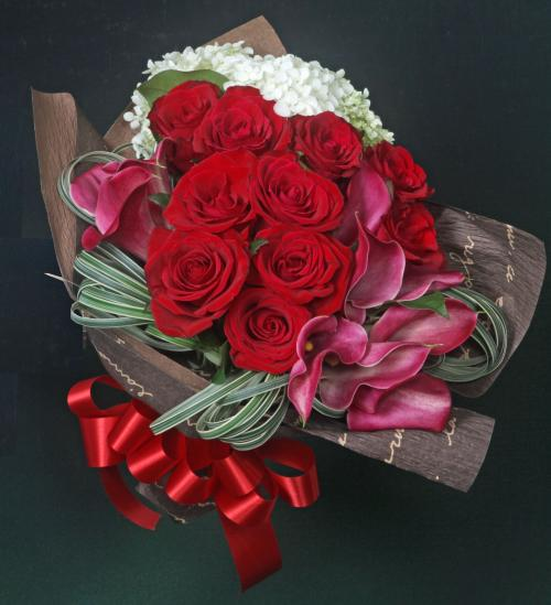 2019ラウンドブーケ レッド 真っ赤なバラを中心にアレンジした花束。ギフト・贈り物に【生花】【花恭】【クール便】
