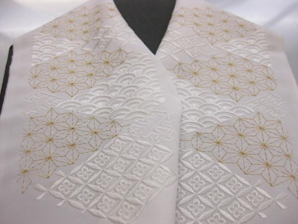 正絹塩瀬刺繍半衿白地金糸切取り模様