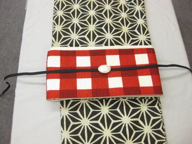 女性用・レディース浴衣・ 黒地麻の葉柄浴衣細帯 帯留4点セット 紅赤弁慶格子細帯