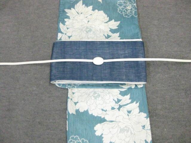 女性用・レディース浴衣 ブルー地牡丹柄浴衣・紺色きびら麻細帯・帯留 帯締め4点セット